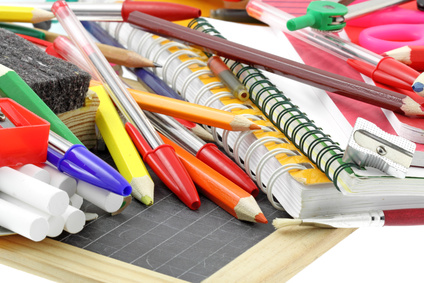 matériel scolaire rentrée des classes, fond blanc